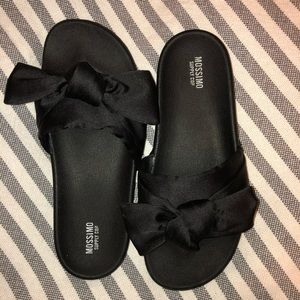 Mossimo Black Slide on Sandals with Bow Sz 8